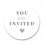Sluitsticker met groen hartje en de tekst you are invited