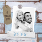 Blauw steigerhout save the date met label en foto