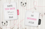 Steigerhout save the date met labels en vlinders